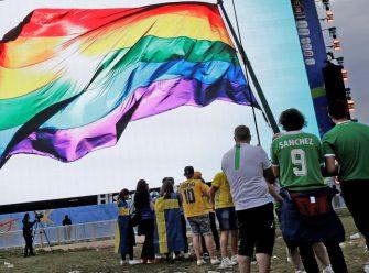 پرچم رنگینکمانی دگرباشان در جام جهانی ۲۰۲۲ قطر